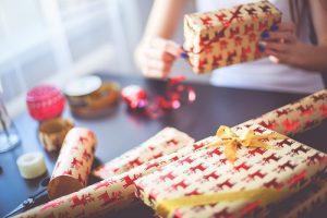 resizechristmas-gift-wrapping-picjumbo-com
