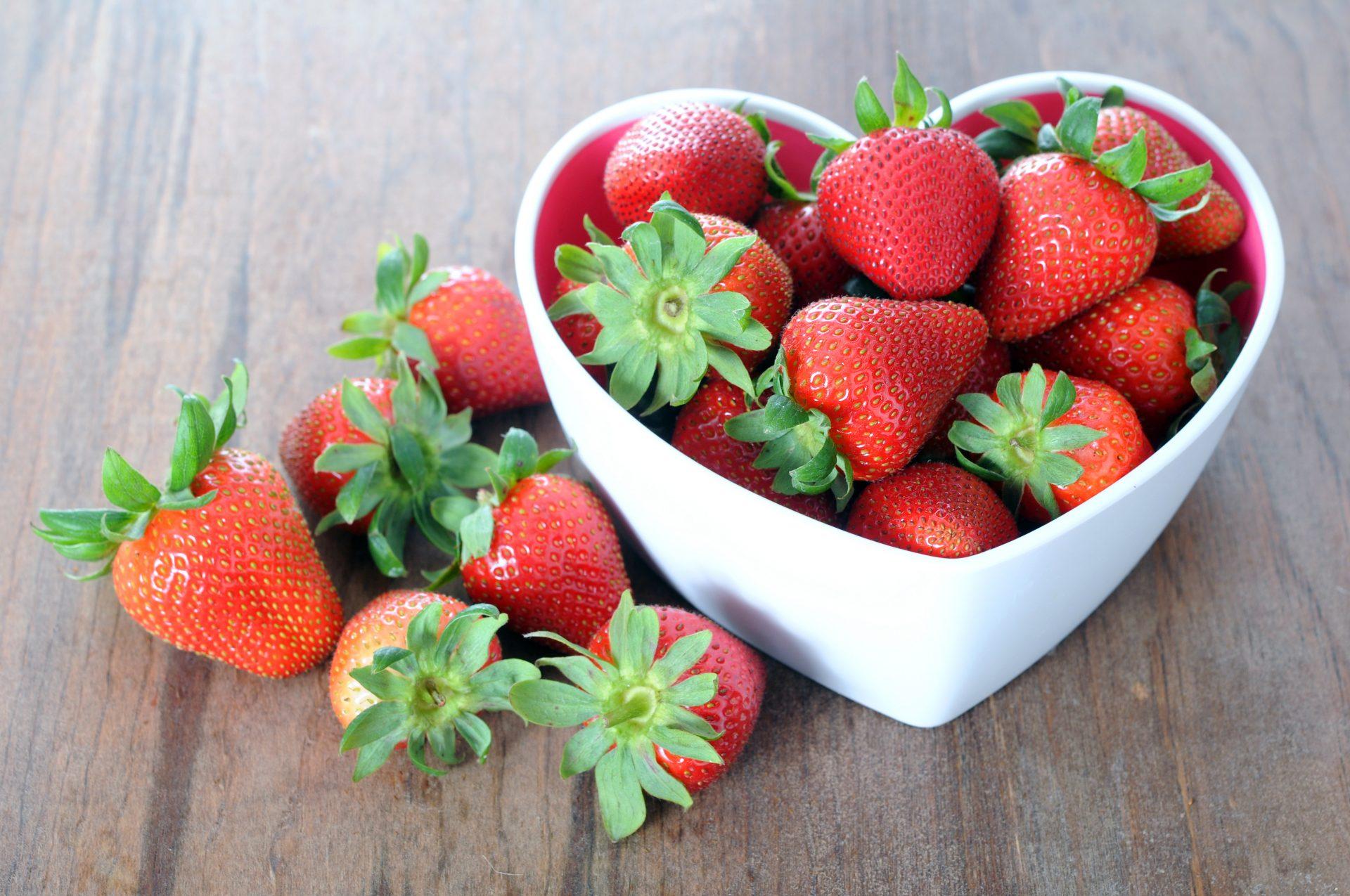 Strawberry Rhubarb Crumble Protein Bars